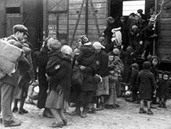 Ebrei caricati sui carri merci